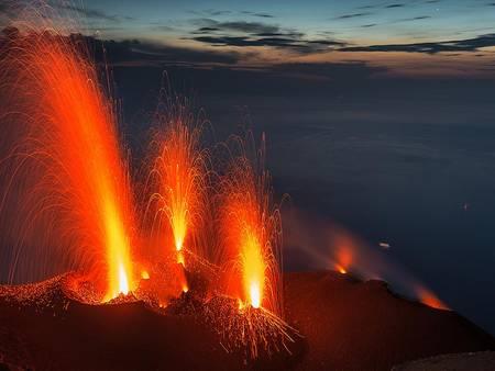 Climbs to Stromboli volcano